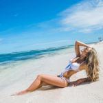 Фотосессия на пляже Кабеса де Торо в белом купальнике
