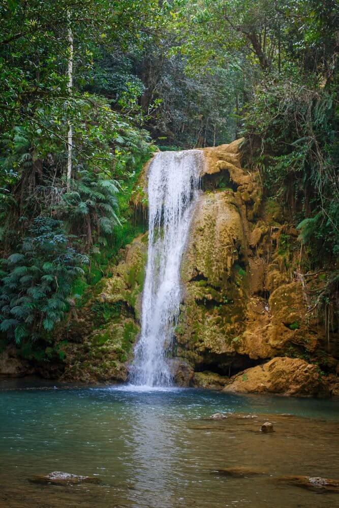 Маленький водопад по пути