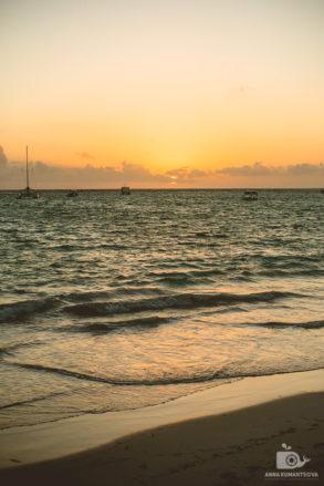 Океан в лучах доминиканского рассвета