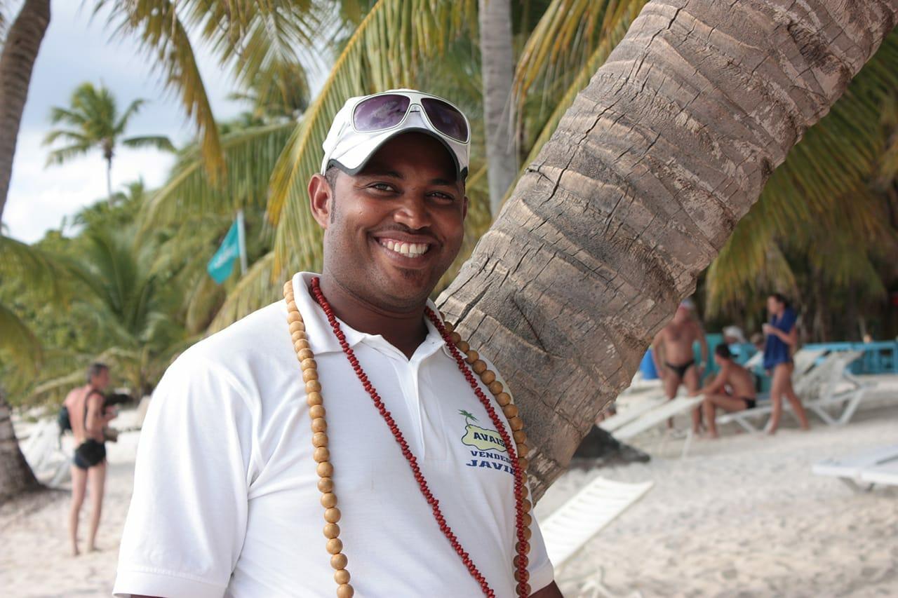 Доминиканец улыбается