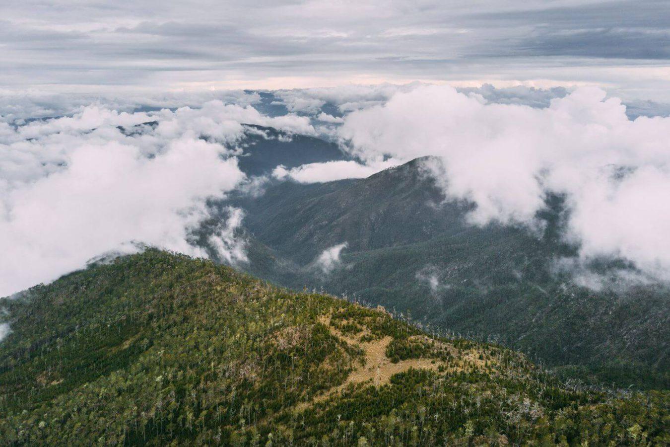 Панорамный вид с горы Пико Дуарте на облака